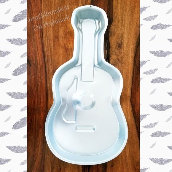 Wilton Acoustic Guitar Cake Pan